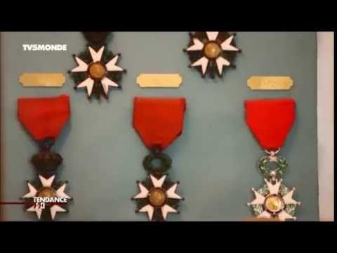 La Légion d'honneur est l'une des distinctions françaises les plus honorifiques qui soient. Une médaille pour l'honneur, fabriquée en France par la Maison Arthus-Bertrand.