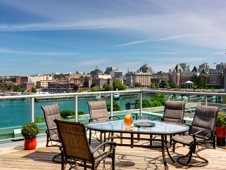 Visiting Victoria and feel like spoiling yourself? Check out the newly-renovated penthouse suites at the BEST WESTERN PLUS Inner Harbour. What a breathtaking view!