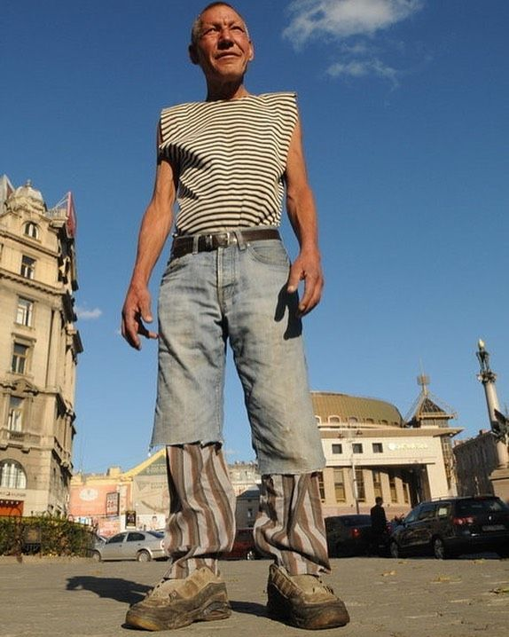 Cold On Instagram Slavik A 55 Year Old Fashion Conscious Homeless Man In Lviv Ukraine Fashion Business Fashion Homeless Man