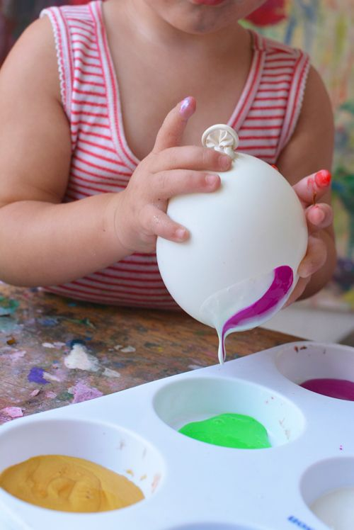 Painting With Water Balloons. Love this! #creativity #summerfun #activitiesforkids