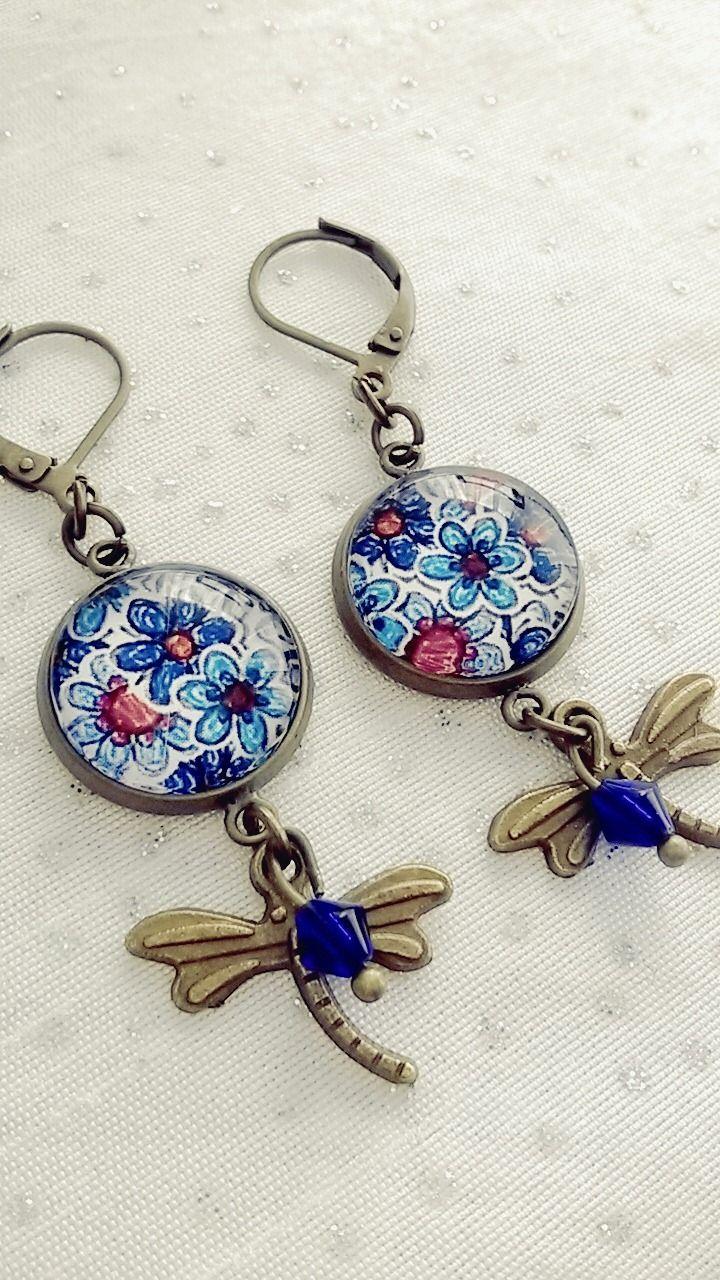 Boucles d'oreilles cabochon motifs fleurs bleues : Boucles d'oreille par soo-happy