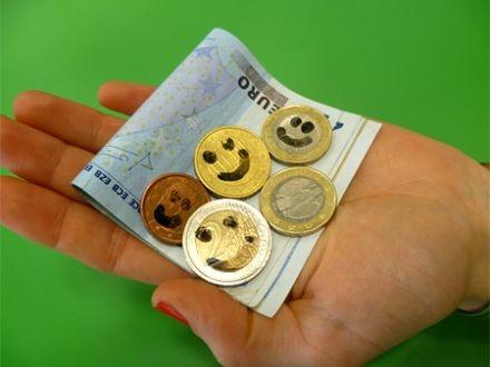 geld maakt blij, je kunt er bijvoorbeeld speelgoed van kopen :)