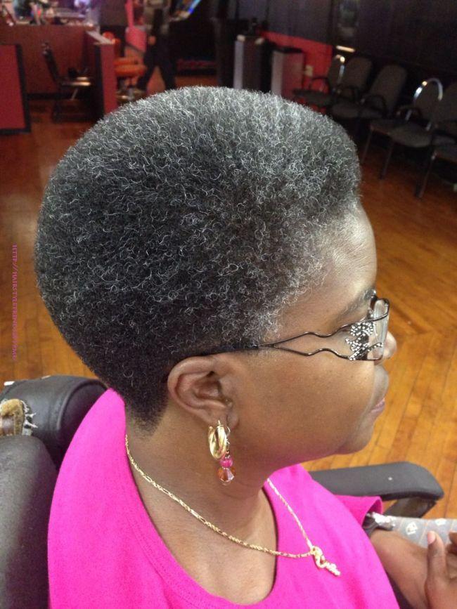 Cheveux blancs : quelques idées reçues sur la canitie