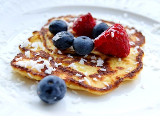 3 eggs  3 tablespoons yoghurt  1-2 tablespoons physillium husk  1-2 tablespoons coconut flakes  some salt  butter for frying  berries and coconut for topping