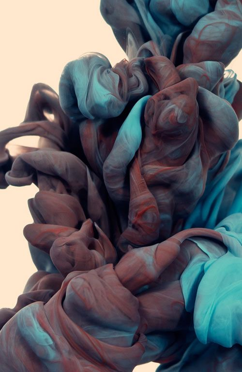 Italian artist Alberto Seveso's latest series of underwater ink photographs are made by taking high-speed photographs of two colors of ink mixing with water.