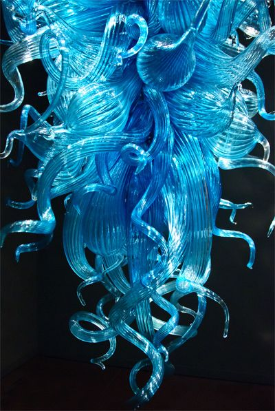 Chihuly Blown Glass Chandelier Sculpture / Sculpture de verre souflé signée Chihuly #Chihuly #BlownGlass #Art #Beautiful #Chandelier #Sculpture #ReitmansJeans