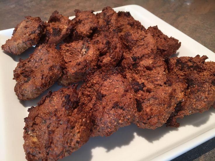 Tyto sušenky jsme se naučily od Elly Woodwardové z její kuchařky Lahodně s Ellou. Na jejím blogu patří k nejoblíbenějším receptům. Malinko jsme ale upravily …