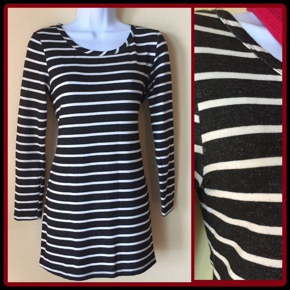 "SALE $10♦️Black/White Striped Mini Dress! ASK FOR PRICE DROP AND GET REDUCED SHIPPING TOO ♦️🎁❤️ Striped Mini Dress with scoop neck and long sleeves. Perfect for work or weekends! 27"" from back of neck to hem. Knit material 72% rayon/23% cotton/ 5% spandex. Excellent Condition! 🎉Host Pick🎉 Thanks @maidmarian!! Bar III Dresses Mini"