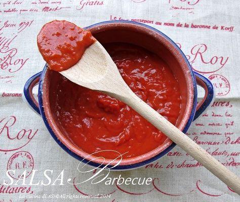 La salsa barbecue è uno squisito condimento di origine americano con cui insaporire alla grandissima la carne alla griglia e pure le patatine !