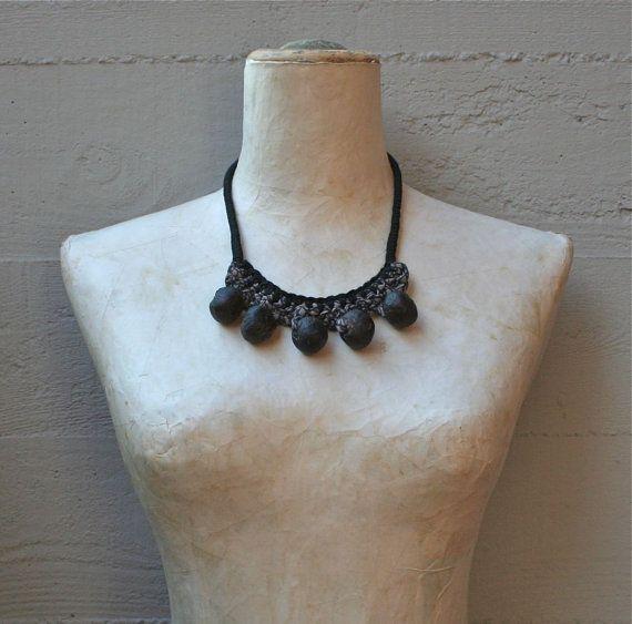 Collana in stile etnico in seta di cravatta vintage /riciclo creativo/ /fatto a mano/pezzo unico /stile tribale/stile etnico