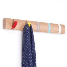 Umbra Flip hook 5 kapstok multicolor, de kleurrijke variant van de Flip hoos van Umbra.  een houten basis met uitklapbare kapstokhaken.