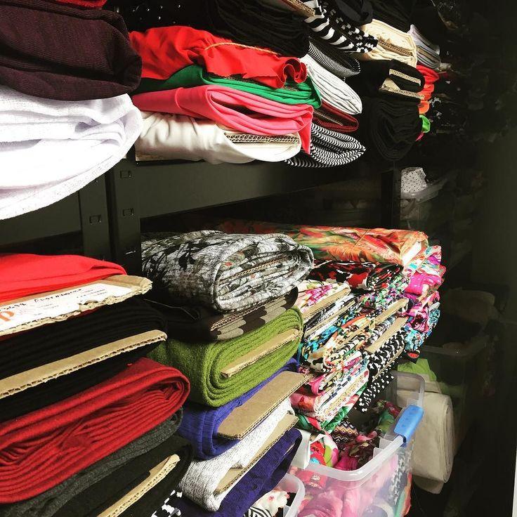 Working on many patterns in a small space means storing tons of fabrics in one closet. It is so satisfying to see everything in its place after a day of reorganizing/sorting/destashing! Travailler sur plusieurs patrons dans un petit espace signifie avoir trop de tissu pour nos tablettes! Comme ça fait du bien de voir nos tissus bien rangés après une journée à tout re-organiser épurer reclasser! . . . #getitdone #fabric #fabricstash #fabricstorage #jalielife #mavieenjalie #sewing…