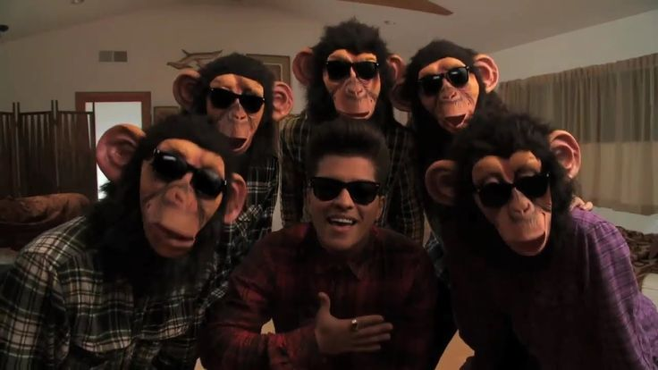 So Random Throught: This is my theme song just because I'm lazy all the time and all day...  and @ϲɑíԵӀվղ ՏɑմղժҽɾՏ I think this is for you haha.... The song: The Laxy song by Bruno Mars