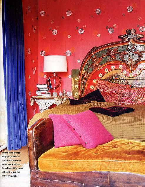 Bohemian Rhapsody!! This wild and wonderful bedroom belongs to actress Gillian Anderson. The bed is absolutely fabulous and the walls are handpainted. Bravo!