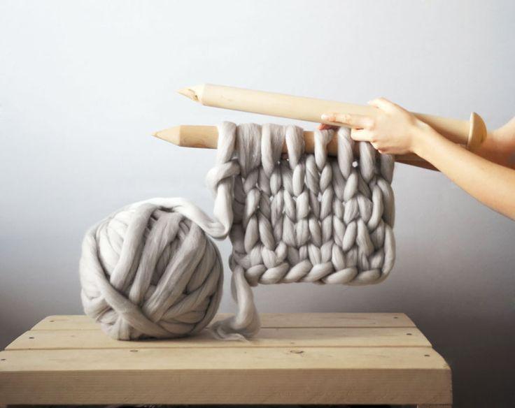 Elle Fabrique des Tricots Géants qui Paraissent Hyper Confortables