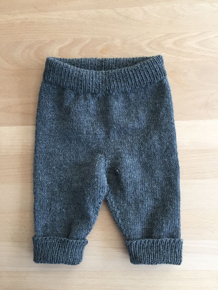 Strikkede bukser til Carlo