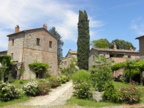 Borgo Santa Maria a Orvieto in Umbria. Un centro per vacanze e relax ottenuto da un sapiente e accurato recupero architettonico di vecchie case coloniche costruite in pietra e mattone nel corso dei secoli. I