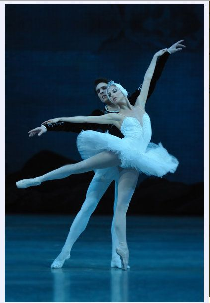 """""""She danced with unmannered lyricism and illuminated #Tchaikovsky's score with ravishing, languid phrasing. She played the evil temptress #Odile without jarring sauciness. She painted a rhythmic portrait through staccato gestures."""" (Los Angeles Times). Oxana #Shorik, prima ballerina della Compagnia di Balletto del Teatro #Mariinsky, sarà #Odette-Odile ne #ilLagodeiCigni al #TeatroSanCarlo il 17 e il 21 #settembre. Lo spettacolo inaugura la IV Edizione di #AutunnoDanza…"""