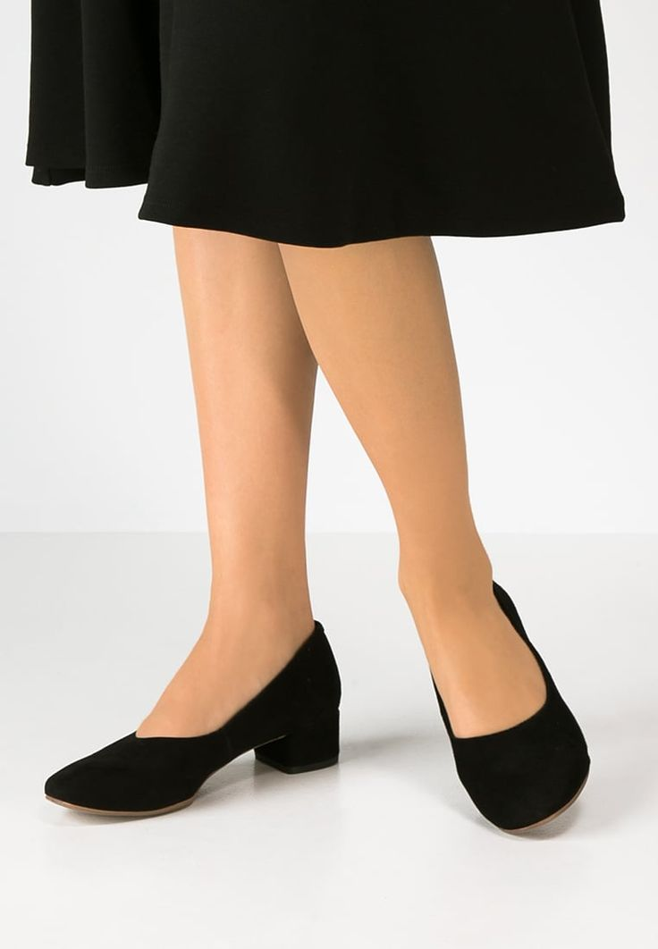 This summer made me sure high heels aren't my thing. I love everything about theese: the height, the shape, the fabric. I am sure they are comfortable. I only wish they were still available.