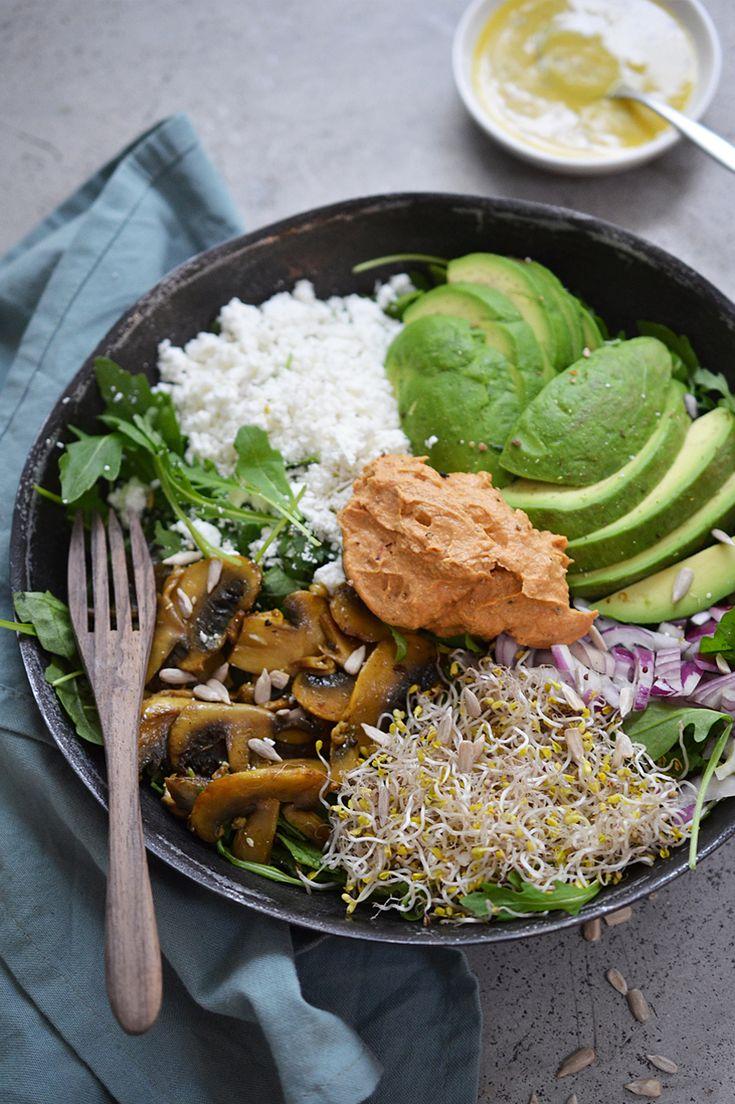 Here you go: de enige echte salade die boyfriend afgelopen week voor mij heeft gemaakt (zie vlog) Dat ziet er toch heerlijk en gezond uit? Hij heeft mij het recept gegeven and I'm telling ya, het is voedzaam en de makkelijkste! Vooral als je de hummusal in je koelkast hebt staan! ; ) P.S. Extra… Read More »