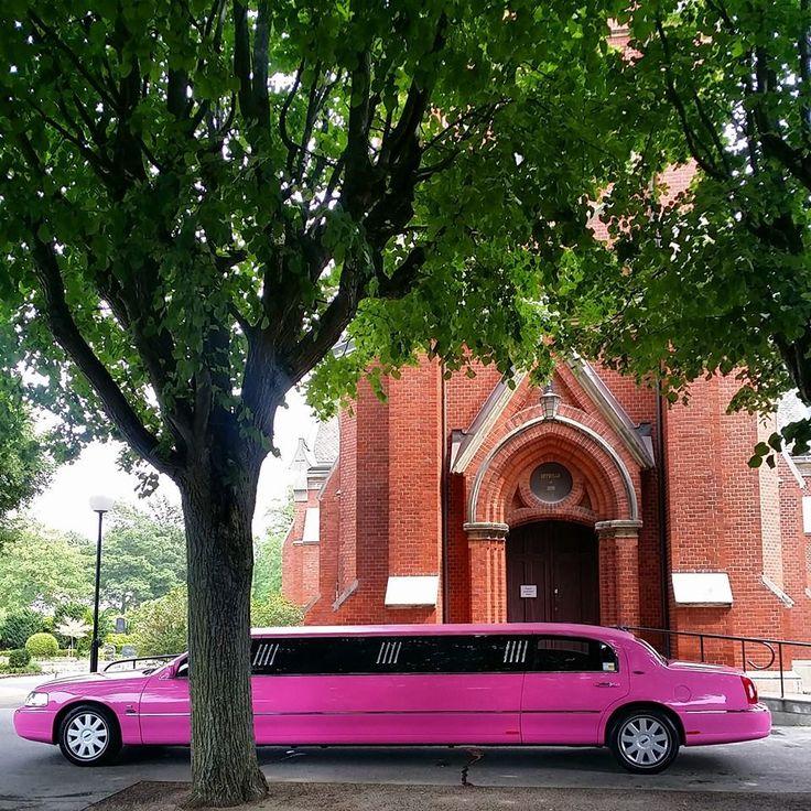 Hyr en Rosa Limousine i Malmö, Lund & Skåne. PinkLimo är perfekt för möhippa, svensexa & bröllop. Boka rosa limousinen till Sweet Sixteen festen.