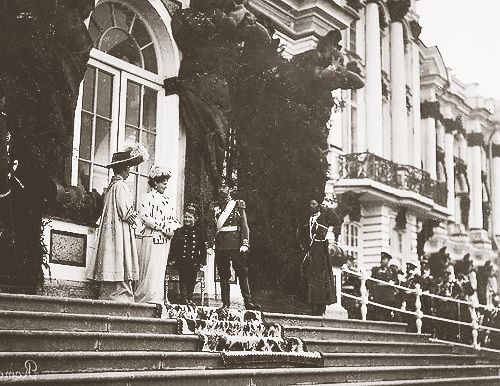 25 Photographs of the Romanovs and their palaces {10/25}