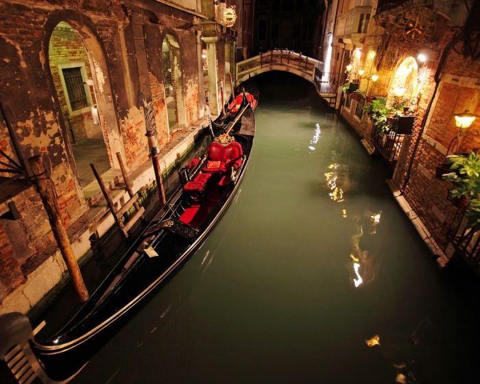 A still night in Venice
