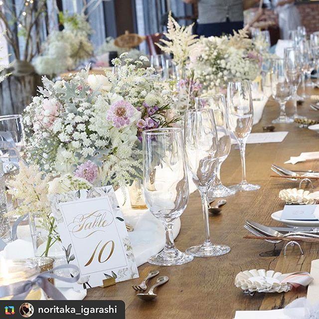 招待状をorderいただいた花嫁さまから、table numberをorderいただきました✨treat dressingで働いていらっしゃる花嫁さまのお式、お洒落なパーティーコンセプトにワクワクしました❤︎ * 密かに憧れていた @noritaka_igarashi さまの素敵な素敵なtable flowerと一緒に写っていて嬉しすぎました(;_;) @moonriver0503 さま、ありがとうございました❤︎&おめでとうございます✨ * repost ・・・ 子育てに、お仕事に、忙しい中頑張ってご準備頂いた新婦さま。 遠方で打ち合わせも一度きりだけど たくさんの準備されてる物達の画像を拝見しながら、電話とメールでお二人とイメージのすり合わせをして当日を迎えました。 分かっていたつもりでも、やはり不安な部分もあるのがこのお仕事。 でも、当日ご覧になった新婦さまの何気無い一言・・・嬉しい、泣きそう!っの一言。 思わず言ってくれたお言葉がサイコーの褒め言葉デスヨー。 マイさんおめでとうございます🌹  wedding #weddings #weddingday…