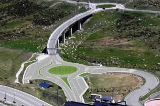 Andorra acomete dos grandes reformas en carreteras hacia sus estaciones de esquí.  Salida hacia el Pas de la Casa del túnel de Envalira. Crédito SFGA