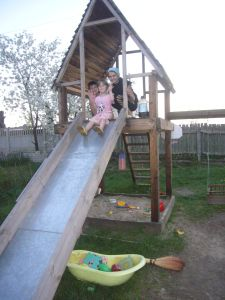 DIY project: wood playhouse with slide (pinned for DIY slide)
