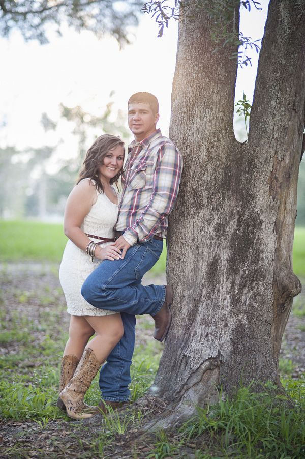 A Sweet Country Engagement Shoot| Photo by: www.hollyfrazier.com