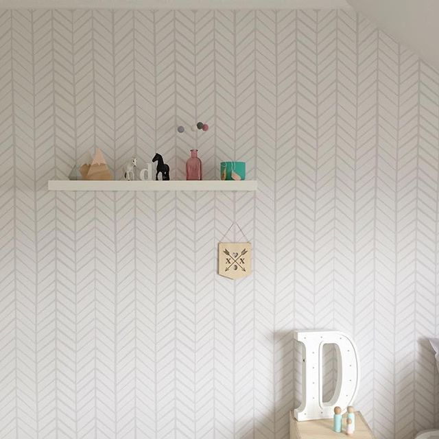 Throwback to one of our faves, this beautiful girls room by Victoria from @kidsuite #instadecor #homedecor #decor #interiordesign #kidsinteriors #wallpaper #wallpaperdecor #selfadhesivewallpaper #removablewallpaper