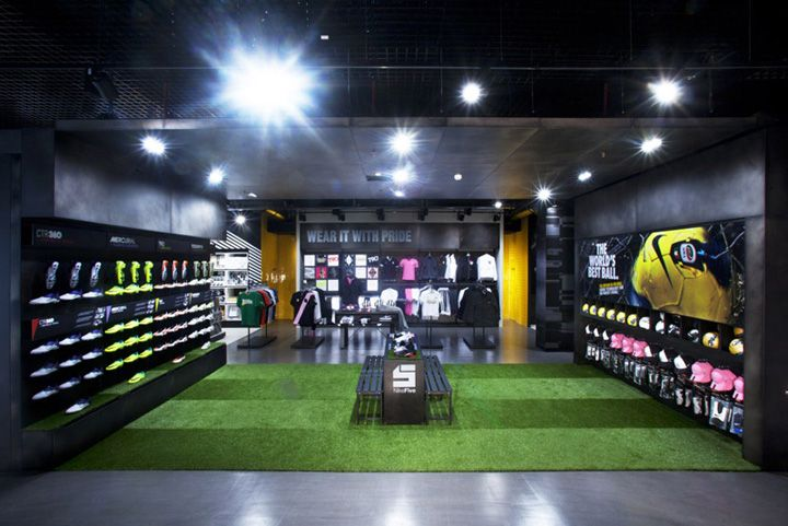 The store is the creation of architect Lisa Rambaldi of Nike Italy, with New Store Europe taking the concept and turning it into reality. The result could be viewed as a prototype for combining sport with retail. Juventus Merchandising, under the supervision of their sponsors Nike, appointed New Store Europe to manage the whole production process – project management, construction management and installation. Work on site took just two months. The result is breathtakingly beautiful, in…