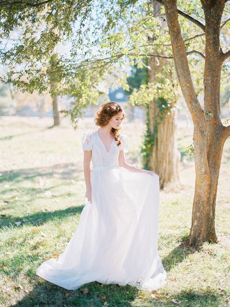 20 Incredible Wedding Dresses Under 1000