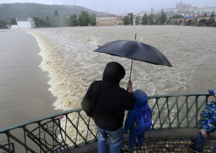 The state of flood danger was declared in Prague over the swollen river in the afternoon.