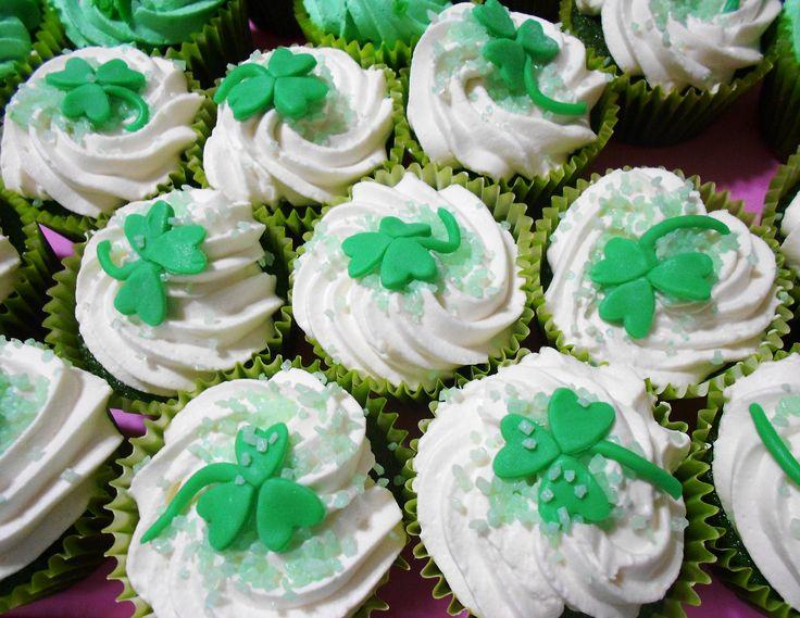cupcake San Patrizio - redvelvet verde con crema al bayles