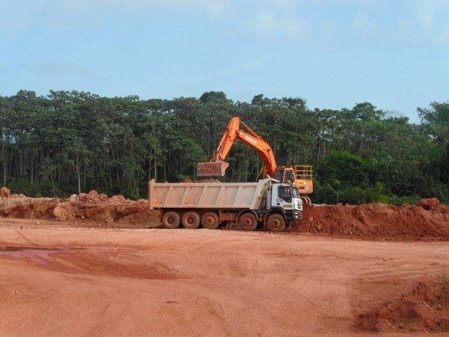 pk trucks tipper trucks at work for Haukes in Suriname