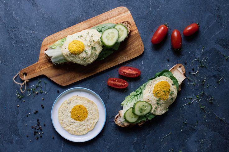 """Strammer Max"" (dark bread with vegan fried egg)"