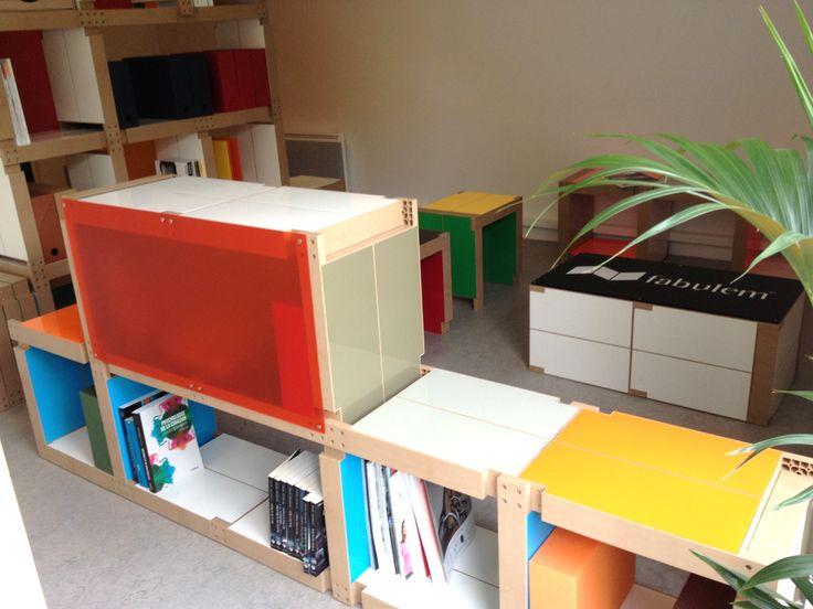 Cette #bibliothèque basse colorée s'adapte à tous vos espaces car elle est modulable !   mobilier made in france