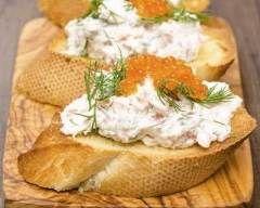 Toasts aux rillettes de surimi (facile, rapide) - Une recette CuisineAZ