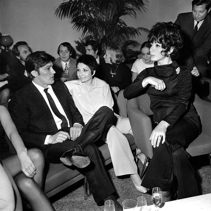Alain Delon avec Zizi Jeanmaire et Juliette Gréco - 1970 © Photo sous Copyright