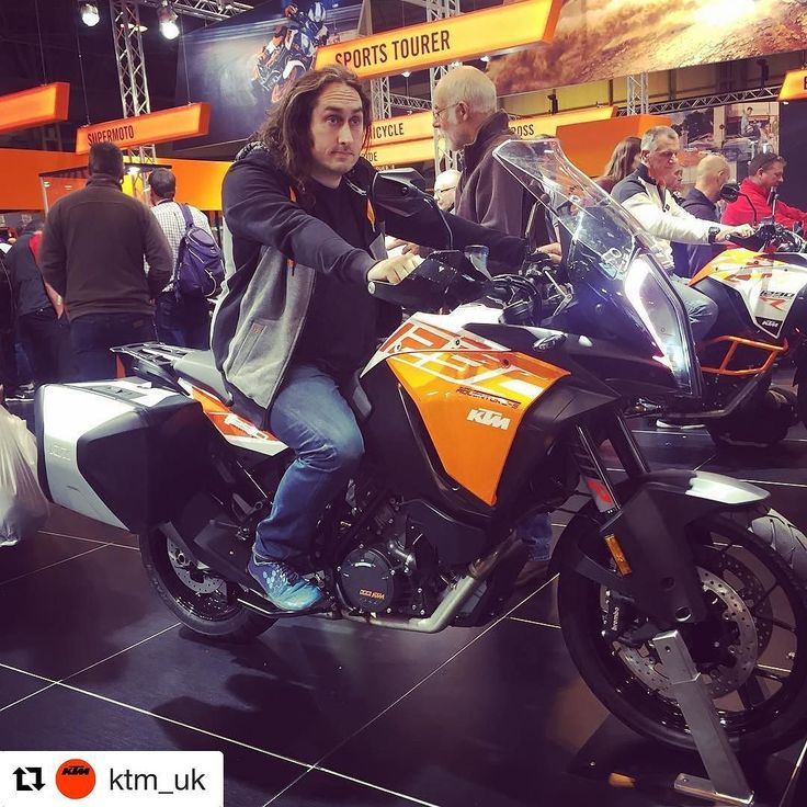 Great to catch up with comedian Ross Noble on our stand at Motorcycle Live today. Ross is a serious biker and Enduro rider - even when hes on tour! (which he is now)   #KTM #READYTORACE #mcl2016 #MotorcycleLive #Repost @ktm_uk smcbikes.com http://ift.tt/2gmWBce