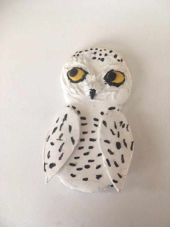 Snowy Owl collana, ornamento o magnete: polimero argilla/gufo ornamento/magnete/gufo roba/regali per lei / regalo di compleanno regalo/gufo gioielli/bambini