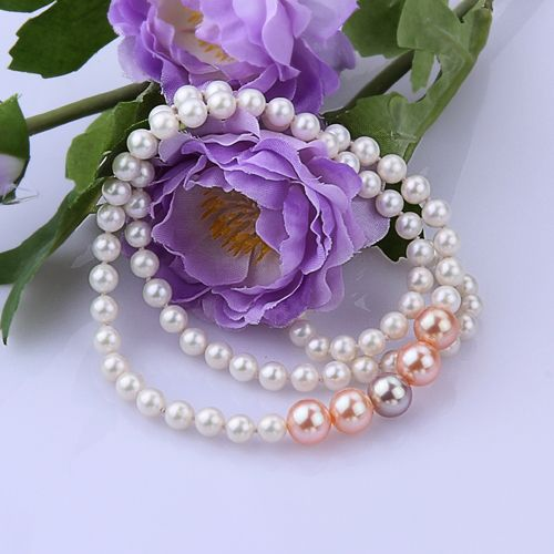 AAA White Colorful Pearl Necklace This stunning set of white and colorful freshwater pearls is composed of near-round (AAA) freshwater pearls. The set combines white pearls with colorful pearls.