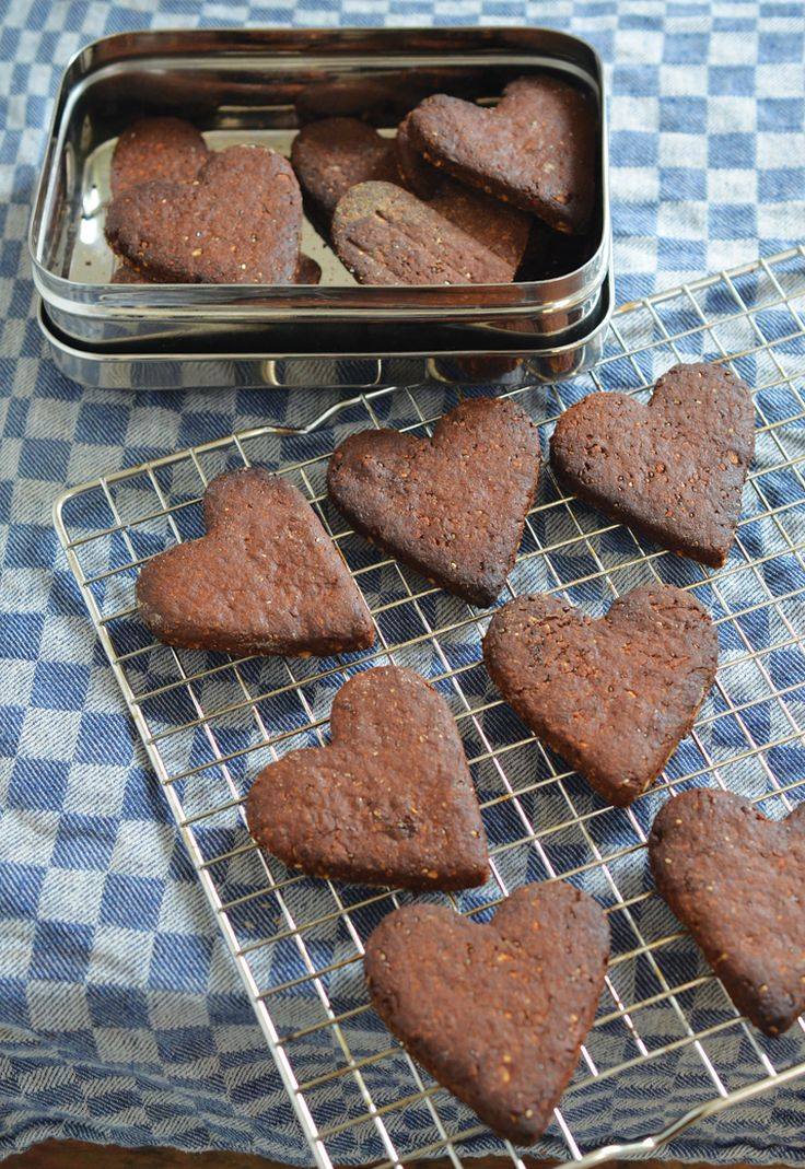 These delicious, guilt-free cookies are perfect to have on hand to accompany a cup of coffee or tea or just to eat as an afternoon snack. Perfect for Valentine's Day, if you ask me!