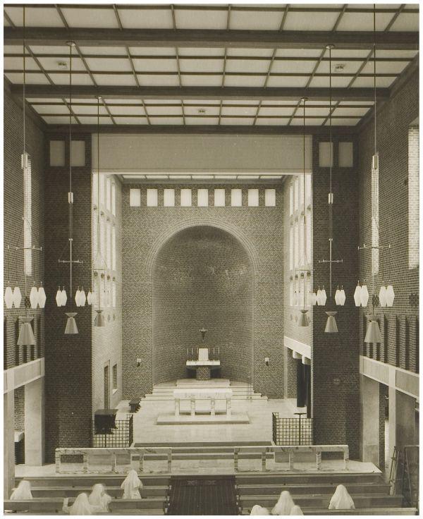 Op 16 oktober 2008 was het vijftig jaar geleden dat de kapel van het Sint Lambertusziekenhuis in Helmond door de hulpbisschop van 's-Hertogenbosch, monseigneur Bekkers werd ingewijd. Ondanks sloop, herbouw en verbouw van het ziekenhuis, dat nu de naam Elkerliek Ziekenhuis draagt, is de kapel nog steeds overeind gebleven. Doorklikken voor het verhaal!