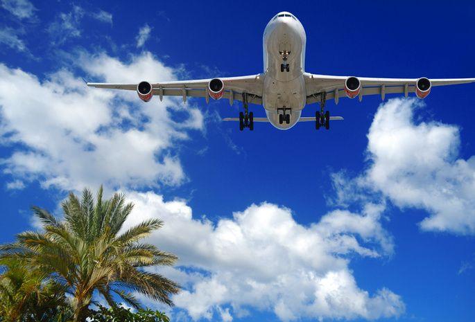 облака, лайнер, небо, Самолет, пальмы