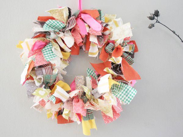 wreathChristmas Wreaths, Ribbons Wreaths, Rag Wreaths, Fabrics Scrap, Scrap Wreaths, Front Doors, Fabrics Wreaths, Scrap Fabrics, Crafts