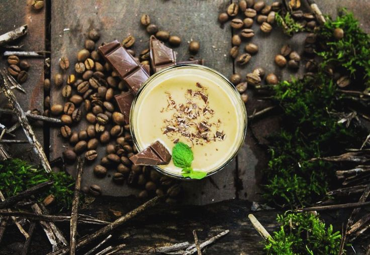 """""""Мятный кофе с шоколадом"""" Для его приготовления понадобится 300 мл свежесваренного кофе который предварительно следует слегка охладить. Добавляем в него 50 грамм мороженого немного льда и все это приправляем мятным сиропом или ликером объемом в 50 мл. Полученную смесь необходимо тщательно взбить в блендере после чего разлить по бокалам. #40vol_ks #imaginevideos #kherson_online #kherson_city #kherson #bartender #bartenderlife #bar #cocktails"""
