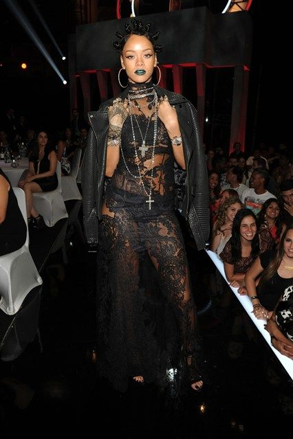 Rihanna in Givenchy Haute Couture - style file   Follow the DI FORM @thediform Instagram di-form.tumblr.com/